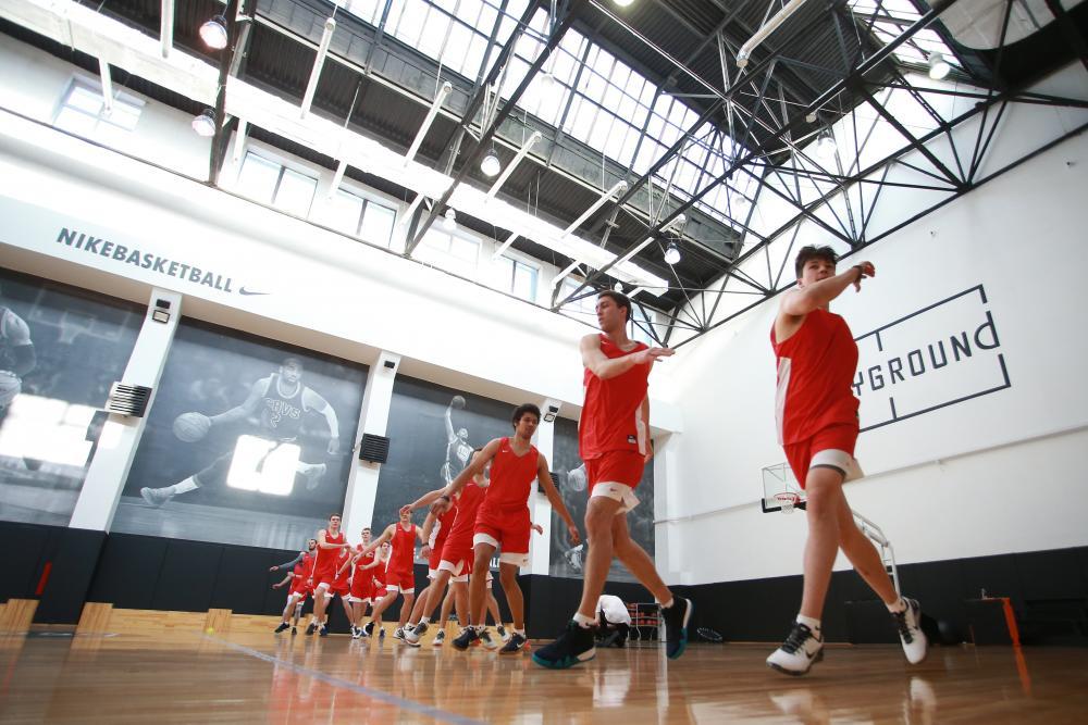 ecd96b50 ... перед основной частью тренировки под руководством тренера Nike +  Training Club Арсения Голода. Функциональная тренировка была направлена на  подготовку ...