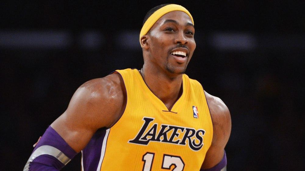 """Лучший центровой НБА Дуайт Ховард перешел в """"Лейкерс"""", но это было в 2012 году"""