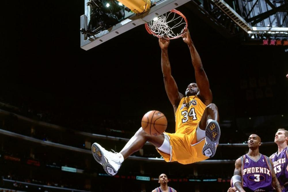 Magic-Johnson-Agrees-That-Shaquille-ONeal-Would-Destroy-Michael-Jordans-Bulls.jpg